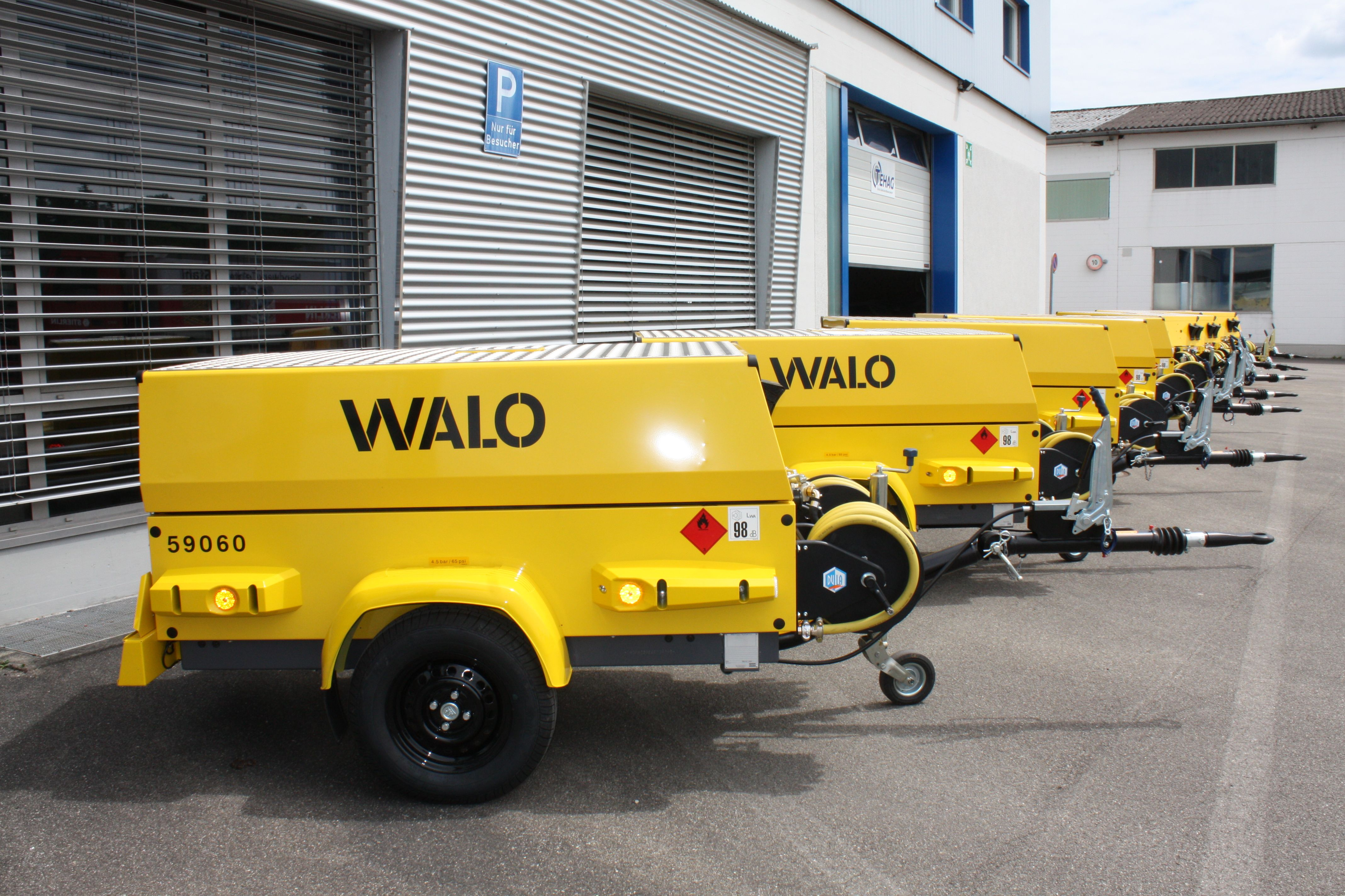 Kompressor -Hersteller Baumaschine: Atlas Copco - Typ Baumaschine: XAS 67 DdG - Hersteller Motor: Deutz - Typ Motor: D2011 L03 - Motornennleistung: kW / 1/min36 kW - Baujahr Baumaschine / Motor 2015