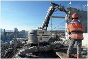 Rückbau MFH mit BROKK 260 und Hydraulikhammer Atla Copco SB 302
