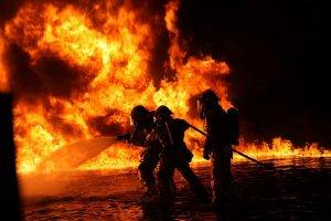 firefighters-1176513_640