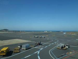 airport-658205_640